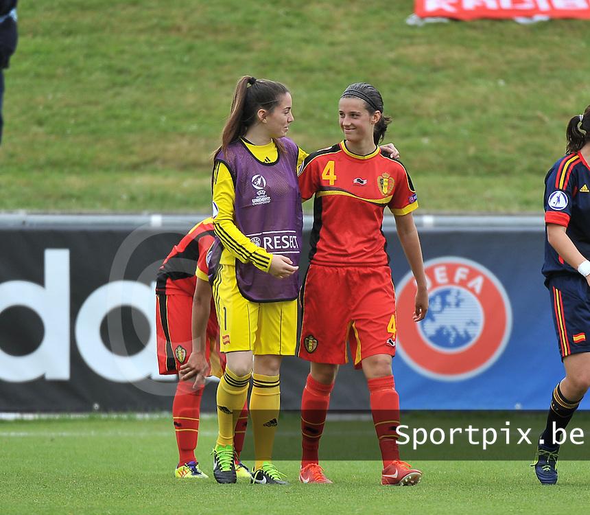 Belgium - Spain : Yaiza Perez (links) en Laura Baetens (4)<br /> foto David Catry / Nikonpro.be