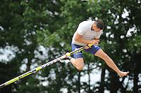FIERLJEPPEN: BURGUM: 28-06-2014, Fierljeppen Nationale Competie, Bart Helmholt wint met 21.27m, ©foto Martin de Jong