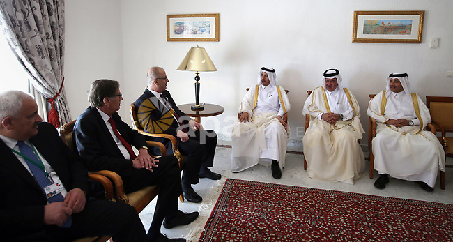 Palestinian Prime Minister Rami al-Hamadullah  meets with the Qatari Prime Minister Sheikh Abdullah bin Nasser bin Khalifa al-Thani in Capital of Tunis on April 5, 2017. Photo by Prime Minister Office