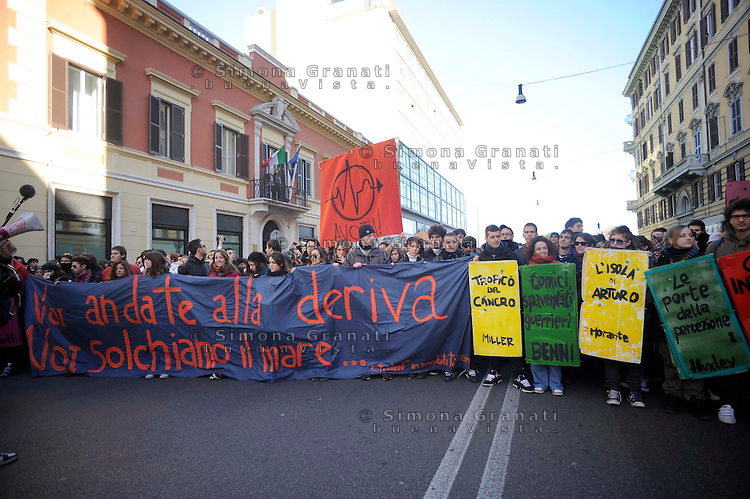 Roma, 14 Dicembre 2010.Manifestazione contro la fiducia al governo Berlusconi.Rome, December 14, 2010.Demonstration against the trust to the Berlusconi government