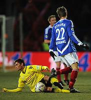 FUSSBALL   DFB POKAL   SAISON 2011/2012   VIERTELFINALE Holstein Kiel - Borussia Dortmund                          07.02.2012 Moritz Leitner (li, Borussia Dortmund) gegen Fiete Sykora (re, Kiel)