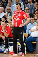 Trainer Velimir Petkovic (FAG) verfolgt das Spiel von der Seitenlinie