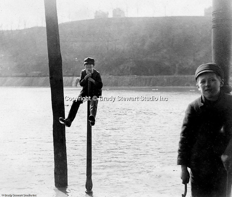Pittsburgh PA:  Children playing around on piers on the Allegheny River - 1911