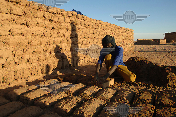 Najia makes bricks on an Oxfam supported project managed by local NGO ADESAH in Almoustrat village.