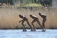 SCHAATSEN: EARNEWALD: 28-04-2013, IJsclub Lyts Bigjin, Beeld schaatsers winnaars van de natuurijsklassieker de 100 van Earnew&acirc;ld, Beeldhouwer Hans Jouta maakte speciaal een kunstwerk dat op het water staat. <br /> Het beeld is op een drijvend ponton geplaatst en is gemaakt van staal in een roestkleur, uitgebeeld zijn Jeen Wester, Hilbert van der Duim en Jos Niesten, <br /> <br /> Het beeld werd onthuld door burgemeester Eric ter Keurs van de gemeente Tytsjerksteradiel en staat ter hoogte van de start/finish van de natuurijsklassieker, &copy;foto Martin de Jong