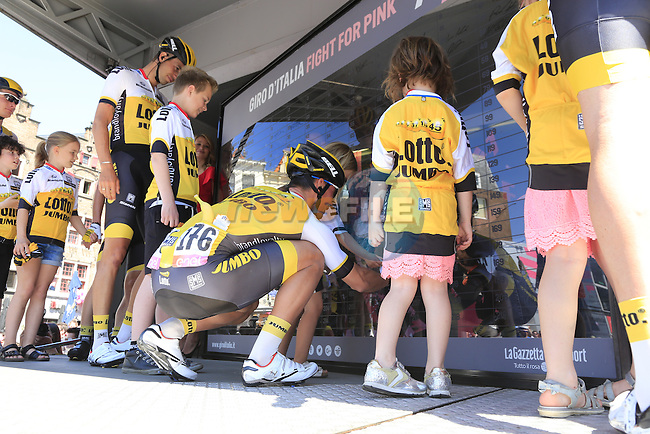 Team Lotto NL-Jumbo at sign on before the start of Stage 3 of the 2016 Giro d'Italia running 190km from Nijmegen to Arnhem, The Nethrerlands. 8th May 2016.<br /> Picture: Eoin Clarke | Newsfile<br /> <br /> <br /> All photos usage must carry mandatory copyright credit (&copy; Newsfile | Eoin Clarke)