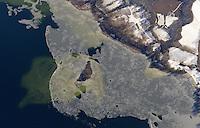 Schaalsee: EUROPA, DEUTSCHLAND, MECKLENBURG- VORPOMMERN, (EUROPE, GERMANY), 17.02.2009: Europa, Deutschland, Mecklenburg, Vorpommern,  Biosphaerenreservat Schaalsee, Als Tafelsilber der Deutschen Einheit bezeichnete der damalige Umweltminister Dr. Klaus Toepfer die fuenf Nationalparke, sechs Biosphaerenreservate und drei Naturparke, die 1990 durch die erste frei gewaehlte DDR Regierung ausgewiesen und mit dem Einigungsvertrag in Bundesdeutsches Recht uebernommen wurden. Auch die einmalige Kulturlandschaft am Schaalsee wurde damals, zunaechst als Naturpark, unter Schutz gestellt. Im Jahre 2000 wurde die mecklenburger Schaalseelandschaft durch die UNESCO als Internationales Biosphaerenreservat ausgewiesen.  Naturpark Lauenburgische Seen, Schaalsee, See, Seenlandschaft, Seenlandschaften, Seen, Schaalsee, Reservat, Biosphaere, Biosphaeren, Biosphaerenreservat, Biosphaerenreservate, Luftaufnahme, Luftbild, Luftansicht, Draufsicht, Landschaft, Landschaften, Wald,  Querformat, Schnee, schneebedeckt, Schneelandschaft, Schneelandschaften, season, seasons, snow, snow capped, snow covered, snow landscape, snow landscapes, snowy landscape, snowy landscapes, Sonnenschein, sunshine, unberuehrt, Eis, Strucktur, Insel, unter Wasser, versunken, Aufwind-Luftbilder.c o p y r i g h t : A U F W I N D - L U F T B I L D E R . de.G e r t r u d - B a e u m e r - S t i e g 1 0 2, .2 1 0 3 5 H a m b u r g , G e r m a n y.P h o n e + 4 9 (0) 1 7 1 - 6 8 6 6 0 6 9 .E m a i l H w e i 1 @ a o l . c o m.w w w . a u f w i n d - l u f t b i l d e r . d e.K o n t o : P o s t b a n k H a m b u r g .B l z : 2 0 0 1 0 0 2 0 .K o n t o : 5 8 3 6 5 7 2 0 9.V e r o e f f e n t l i c h u n g  n u r  m i t  H o n o r a r  n a c h M F M, N a m e n s n e n n u n g  u n d B e l e g e x e m p l a r !.