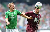 FUSSBALL   1. BUNDESLIGA   SAISON 2011/2012    1. SPIELTAG SV Werder Bremen - 1. FC Kaiserslautern             06.08.2011 Lennart THY (li, Bremen) gegen Mathias ABEL (re, Kaiserslautern)