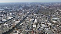 Billbrook: EUROPA, DEUTSCHLAND, HAMBURG, (EUROPE, GERMANY), 06.01.2017 Billbrook. Der Stadtteil Billbrook liegt im Osten von Hamburg und geh&ouml;rt dem Bezirk Hamburg-Mitte an. Er umfasst ein Territorium von circa sechs Quadratkilometern. In Billbrook leben etwa 1.100 Einwohner, 1998 waren es noch &uuml;ber 1.600. Bereits 1395 wurde der Stadtteil, der damals zum Dorf Billw&auml;rder geh&ouml;rte, urkundlich erw&auml;hnt. Billbrook bestand einst zum Gro&szlig;teil aus b&auml;uerlichen Betrieben.<br /> &Uuml;ber die Jahrhunderte entstanden Landh&auml;user f&uuml;r wohlhabende Hamburger B&uuml;rger. Zum Teil wurden diese Landh&auml;user noch im 20. Jahrhundert als Landgasth&ouml;fe genutzt. Die ersten Industrieansiedlungen entstanden um 1850. Damit setzte eine zunehmende Verdr&auml;ngung der Landwirtschaft ein. Im Jahr 1912 wurde Billbrook von Billwerder getrennt und damit ein eigener Stadtteil. W&auml;hrend des Ersten Weltkrieges entstand hier das gr&ouml;&szlig;te Kraftwerk in Hamburg, das Gro&szlig;kraftwerk Tiefstack. Im Juli 1943 wurde Billbrook durch Fliegerangriffe der Alliierten fast vollst&auml;ndig zerst&ouml;rt.<br /> Der Stadtteil wird begrenzt durch zwei Fl&uuml;sse, die Elbe und die Bille. F&uuml;nf Kan&auml;le schl&auml;ngeln sich durch Billbrook: Der Tiefstackkanal, der Billbrookkanal, der Tidekanal, der Moorfleetkanal und der Industriekanal, die alle trotz geringem Tiefgangs schiffbar sind. Genutzt wurden sie jedoch haupts&auml;chlich f&uuml;r die Entw&auml;sserung des Viertels, denn Billbrook liegt in einem der Sumpfgebiete Hamburgs. Jetzt ist Billbrook ein Zentrum nahes Gewerbe und Industriegebiet der Hansestadt Hamburg
