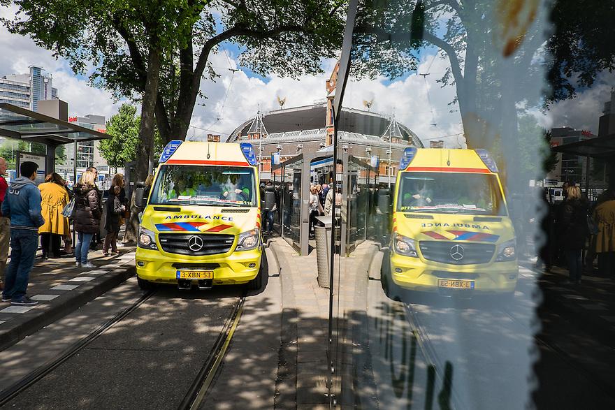 Nederland, Amsterdam, 30 mei 2015<br /> Ambulance  voor het centraal station van Amsterdam omdat er iemand onwel is geworden.<br /> Foto: Michiel Wijnbergh