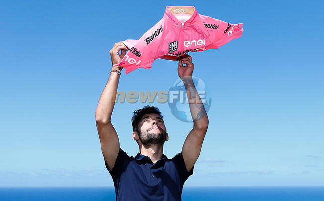 Race leader Maglia Rosa Fernando Gaviria (COL) Quick-Step Floors press conference in Palermo during the first rest day of the 100th edition of the Giro d'Italia 2017, Altavilla Milicia , Palermo, Sicily, Italy. 8th May 2017.<br /> Picture: LaPresse/Simone Spada   Cyclefile<br /> <br /> <br /> All photos usage must carry mandatory copyright credit (&copy; Cyclefile   LaPresse/Simone Spada)
