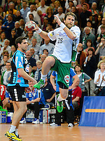 Pavel Horak (FAG) im Sprungwurf, zieht ab, dahinter Gunnar Dietrich (TBV)