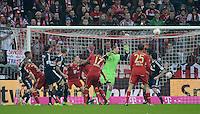 FUSSBALL   1. BUNDESLIGA  SAISON 2012/2013   27. Spieltag   FC Bayern Muenchen - Hamburger SV    30.03.2013 Anschlusstor zum 9:2 Endstand durch Heiko Westermann (3.v.li, Hamburger SV), Torwart Manuel Neuer (Mitte, FC Bayern Muenchen) kommt nicht an den Ball