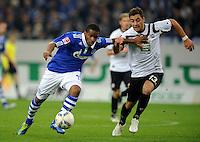 FUSSBALL   1. BUNDESLIGA   SAISON 2011/2012    9. SPIELTAG FC Schalke 04  - 1. FC Kaiserslautern                      15.10.2011 Jefferson FARFAN (li, Schalke) gegen Thanos PETSOS (re, Kaiserslautern)