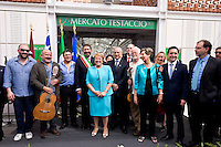 Roma 4 Giugno 2015<br /> Il presidente della Repubblica del Cile Michelle Bachelet in visita ufficiale a Roma.<br /> Il presidente del Cile  Michelle Bachelet con il sindaco di Roma Ignazio Marino visitano il  mercato di Testaccio a Roma. Il presidente del Cile  Michelle Bachelet con il sindaco di Roma Ignazio Marino e Il  gruppo musicale cileno degli  Inti Illimani in posa per la foto.<br /> Rome June 4, 2015<br /> The President of Chile Michelle Bachelet on an official visit to Rome.<br /> Chile's President Michelle Bachelet with the mayor of Rome Ignazio Marino visiting the market in Testaccio in Rome. Chile's President Michelle Bachelet with the mayor of Rome Ignazio Marino and The Chilean band Inti Illimani posing for photo.