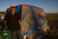 Camp Hope, eine Zeltstadt fuer Obdachlose in Ontario, Kalifornien.Zeltstadtbewohner Bob King..Fotos © Stefan Falke..Camp Hope, a  tent city for the homeless in Ontario, California.Tent city resident Bob King