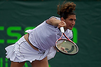 Virginie RAZZANO  (FRA) against Vavra  LEPCHENKO (USA) in the first round. Razzano beat Lepchenko 63 50 (ret)..International Tennis - 2010 ATP World Tour - Sony Ericsson Open - Crandon Park Tennis Center - Key Biscayne - Miami - Florida - USA - Wed 24 Mar 2010..© Frey - Amn Images, Level 1, Barry House, 20-22 Worple Road, London, SW19 4DH, UK .Tel - +44 20 8947 0100.Fax -+44 20 8947 0117