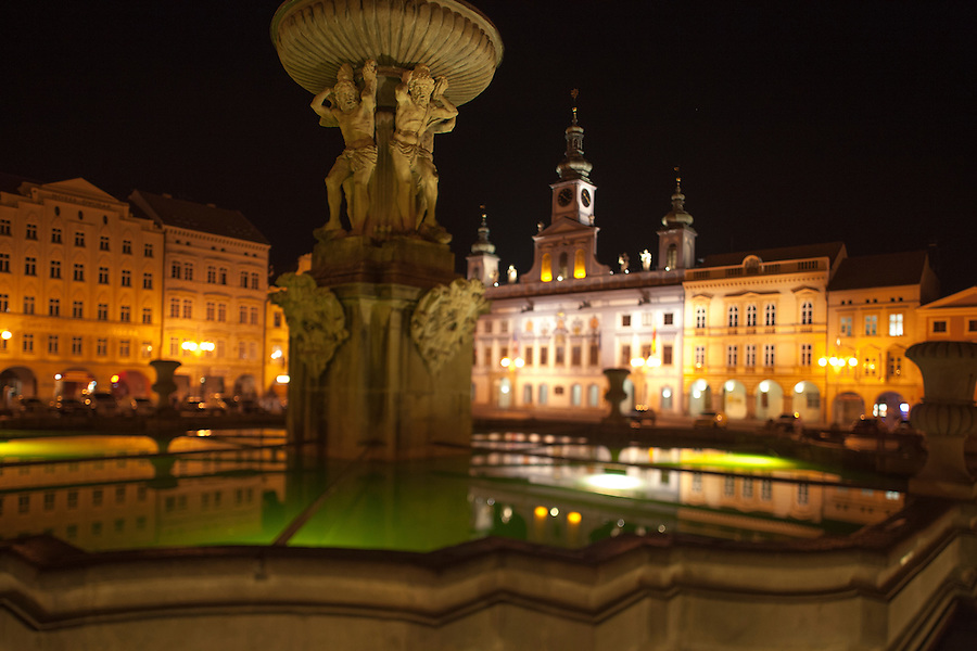 Fountain and City Hall by Martinelli, 1727-30, on corner of Premysl Otakar II Square, Budweis, Bohemia, Czech Republic
