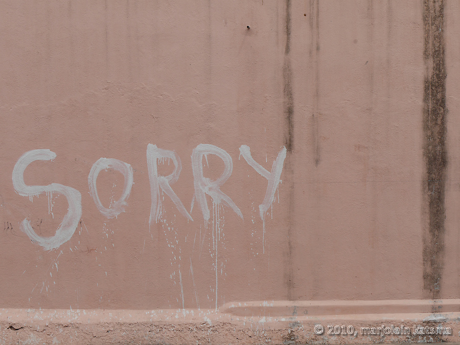 """Sorry"" written on a somewhat mouldy pink wall in Pondicherry (Tamil Nadu, India)."