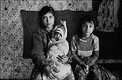ZENA STANESCU, ON RIGHT. SINTESTI, ROMANIA, EASTER 1995..©JEREMY SUTTON-HIBBERT 2000..TEL./FAX. +44-141-649-2912..TEL. +44-7831-138817.