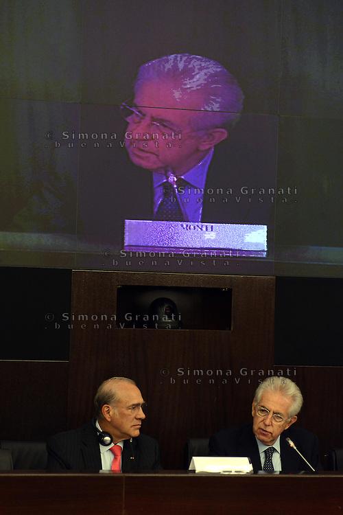 """Roma, 24 Settembre 2012.Cnvegno su """"Le riforme strutturali in Italia"""" oraganizzato dal Governo e dall0'Ocse Organizzazione per la cooperazione e lo sviluppo economico, che  presenta il dossier sulle riforme avviate  dal Governo Monti.Mario Monti e Angel Gurria segretario dell'Ocse"""