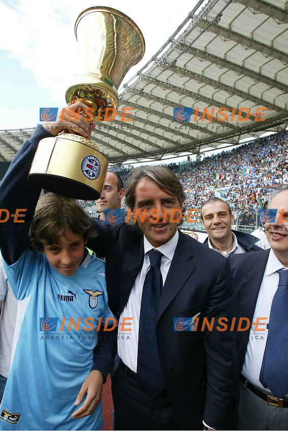 Roma 16/5/2004 Lazio Modena 2-1 Campionato Italiano Serie A 2003/2004 <br /> Roberto Mancini, lazio trainer<br /> La Lazio festeggia, al termine della partita, la conquista della Coppa Italia avvenuta Mercoledi 12/5/2004 a Torino contro la Juventus. <br /> Lazio team celebrates, at the end of the championship match, Italy cup victory obtained on Wednesday, May 15 2004 against Juventus.  <br /> Photo Andrea Staccioli Insidefoto