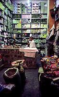 Libyan Arab Jamahiriya   .Tripoli       June 2002.The Medina  Souk Al-Turk .food store.Libia Tripoli  Giugno 2002.La Medina,   Souk Al-Turk .Negozio di alimentari.