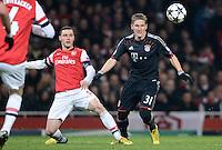 FUSSBALL  CHAMPIONS LEAGUE  ACHTELFINALE  HINSPIEL  2012/2013      FC Arsenal London - FC Bayern Muenchen       19.02.2013 Thomas Vermaelen (li, Arsenal) gegen Bastian Schweinsteiger (re, FC Bayern Muenchen)