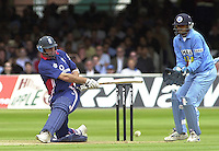 .29/06/2002.Sport - Cricket - .NatWest triangler Series England - Sri Lanka - India.England vs india 50 overs.  Lord's ground.England batting -  Nasser Hussian sweeps the ball.