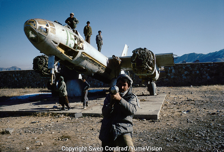 Young Mudjahedins in the backyard of the military Museum in 1995, 300 meters form the National Museum in Darulaman