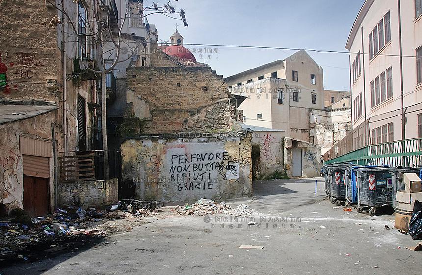 Palermo; via casa Professa, quartiere Albergheria -Ballar&ograve;.<br /> Palermo; casa Professa road, Albergheria-Ballar&ograve; district