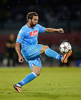 FUSSBALL   CHAMPIONS LEAGUE   SAISON 2013/2014   Vorrunde SSC Neapel - Borussia Dortmund      18.09.2013 Gonzalo Higuain (SSC Neapel) am Ball