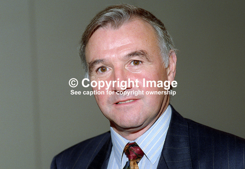 Malcolm Bruce, MP, Liberal Democrat, UK, 19920901004..Copyright Image from Victor Patterson, 54 Dorchester Park, Belfast, United Kingdom, UK. Tel: +44 28 90661296. Email: victorpatterson@me.com; Back-up: victorpatterson@gmail.com..For my Terms and Conditions of Use go to www.victorpatterson.com and click on the appropriate tab.