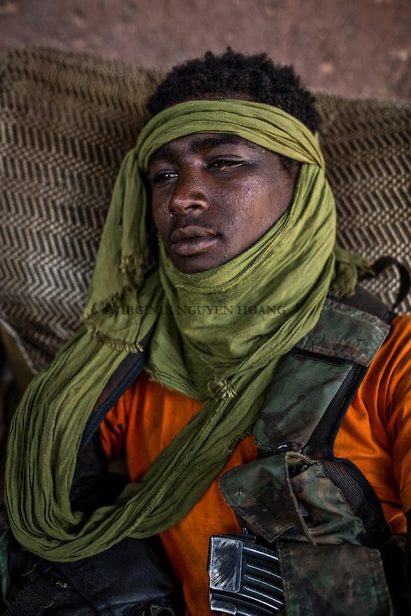 CAR, Bangui: a young member of the PK5 Auto defense team is having a rest at the Yelwa II neighborhood. 16th April 2016<br /> RCA: Un jeune membre de l'auto-defense PK5 se repose dans le quartier de Yelwa II. 16 avril 2016