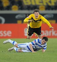 Fussball, 2. Bundesliga, Saison 2011/12, SG Dynamo Dresden - MSV Duisburg, Freitag (24.02.12), gluecksgas Stadion, Dresden. Dresdens Zlatko Dedic (re.) gegen Duisburgs Branimr Bajic.
