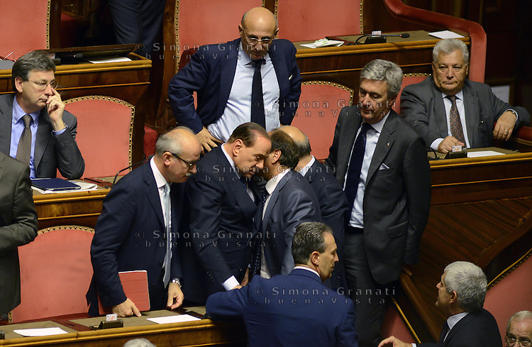 Roma, 2 Ottobre 2013<br /> Senato <br /> Silvio Berlusconi parla con i suoi  sugli scranni del PDL alla fine dell'intervento del Primo  Ministro Enrico Letta