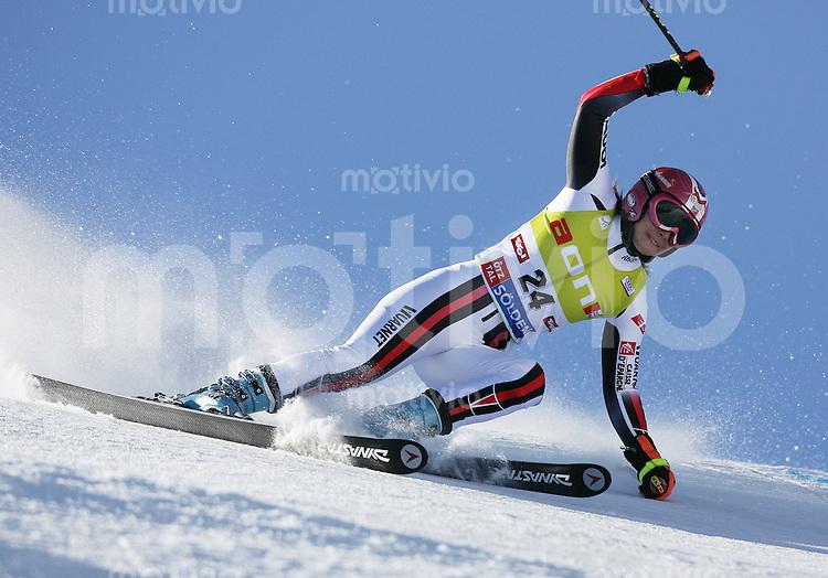 Ski Alpin Weltcup  Saisonauftakt in Soelden , AUT Riesenslalom Damen 27.10.07 Santon, Aurelie  (FRA)