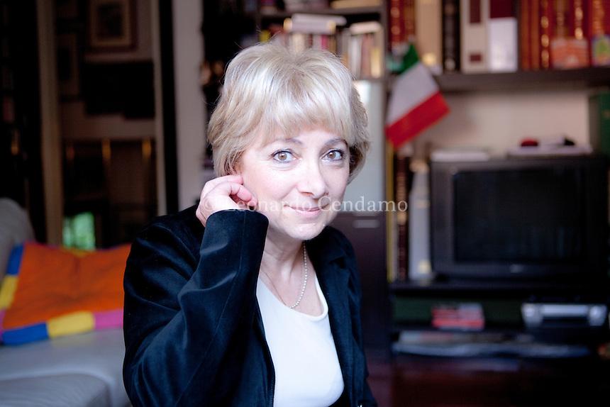 Amneris Magella è nata a Milano nel 1958. E' medico legale. Gli ultimi libri. Ombre sul lago, publishing Guanda. Como, Sabato 15 giugno 2013. © Leonardo Cendamo