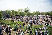 A crowd of spectators at the Kingman Island Bluegrass Festival in Washington,DC.