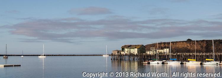 Romeo pier and sail boats 8 5x3 worthphoto for Half moon bay pier fishing