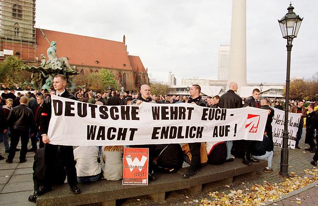 Etwa 1.200 Neonazis und Skinheads versammelten sich in Berlin zu einer Demonstration unter dem Motto: &quot;Meinungsfreiheit statt Verbote&quot;. Aufgerufen hatte eine sogenannte &quot;Kameradschaft Germania Berlin&quot;.<br /> 4.11.2000, Berlin<br /> Copyright: Christian-Ditsch.de<br /> [Inhaltsveraendernde Manipulation des Fotos nur nach ausdruecklicher Genehmigung des Fotografen. Vereinbarungen ueber Abtretung von Persoenlichkeitsrechten/Model Release der abgebildeten Person/Personen liegen nicht vor. NO MODEL RELEASE! Nur fuer Redaktionelle Zwecke. Don't publish without copyright Christian-Ditsch.de, Veroeffentlichung nur mit Fotografennennung, sowie gegen Honorar, MwSt. und Beleg. Konto: I N G - D i B a, IBAN DE58500105175400192269, BIC INGDDEFFXXX, Kontakt: post@christian-ditsch.de<br /> Bei der Bearbeitung der Dateiinformationen darf die Urheberkennzeichnung in den EXIF- und  IPTC-Daten nicht entfernt werden, diese sind in digitalen Medien nach &sect;95c UrhG rechtlich gesch&uuml;tzt. Der Urhebervermerk wird gemaess &sect;13 UrhG verlangt.]