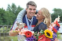 FIERLJEPPEN: WINSUM: Accommodatie St. Japik, 13-08-2016, FK Fierljeppen, Kampioen Oane Galama met zijn vrouw Renske, ©foto Martin de Jong
