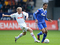 FUSSBALL   1. BUNDESLIGA  SAISON 2011/2012   32. Spieltag FC Augsburg - FC Schalke 04         22.04.2012 Axel Bellinghausen (li, FC Augsburg) gegen Joel Matip (FC Schalke 04)
