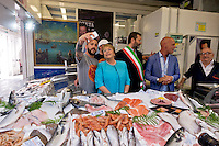 Roma 4 Giugno 2015<br /> Il presidente della Repubblica del Cile Michelle Bachelet in visita ufficiale a Roma.<br /> Il presidente del Cile  Michelle Bachelet con il sindaco di Roma Ignazio Marino visitano il  mercato di Testaccio a Roma. Selfie al banco della pescheria per il presidente del Cile  Michelle Bachelet.<br /> Rome June 4, 2015<br /> The President of Chile Michelle Bachelet on an official visit to Rome.<br /> Chile's President Michelle Bachelet with the mayor of Rome Ignazio Marino visiting the market in Testaccio in Rome. Selfie to fish market  for the President of Chile Michelle Bachelet.