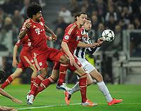 FUSSBALL  CHAMPIONS LEAGUE  VIERTELFINALE  RUECKSPIEL  2012/2013      Juventus Turin - FC Bayern Muenchen        10.04.2013 Dante (li, FC Bayern Muenchen) und Daniel van Buyten (Mitte, FC Bayern Muenchen) gegen Andrea Barzagli (re, Juventus Turin)