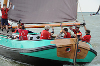 ZEILEN: LEMMER: Lemster baai, 31-07-2014, SKS skûtsjesilen, Lemster skûtsje finisht als tweede, schipper Albert Visser, ©foto Martin de Jong