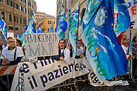 Roma 3 Novembre 2014<br /> Sciopero di 24 ore proclamato dagli infermieri aderenti al  sindacato NurSind contro i tagli alla sanit&agrave;, del Governo Renzi e manifestazione davanti al Parlamento. Negli ospedali sono garantiti soltanto i servizi d&rsquo;urgenza<br /> Rome November 3, 2014 <br /> 24-hour strike announced by the nurses participating in the syndicate NurSind against cuts to health care, of  the government Renzi and rally outside the Parliament. Hospitals are guaranteed only emergency services.