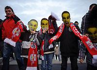 DFB Pokal 2011/12 2. Hauptrunde RasenBallsport Leipzig - FC Augsburg Jugendliche RB-Fans mit Pokal-Shrek Masken.