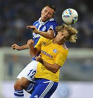 FUSSBALL   EUROPA LEAGUE   SAISON 2011/2012   Play-offs FC Schalke 04 - HJK Helsinki                                25.08.2011 Marco HOEGER (li, Schalke) gegen Teemu PUKKI (re, Helsinki)