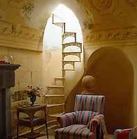 The walls of this small sitting room are painted in trompe l'oeil and depict ruined classical architectural motifs